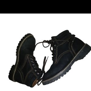 Wind river black lace up ankle/work boots